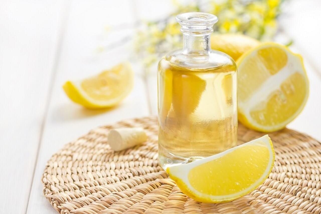 زيت السمسم وعصير الليمون