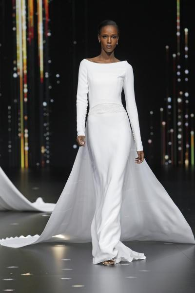 فستان زفاف ناعمة بصيحة الكاب