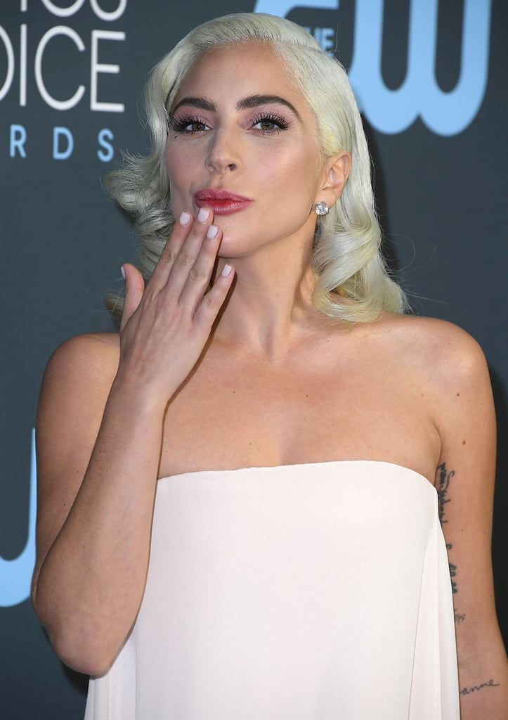 المناكير الأبيض من Lady Gaga
