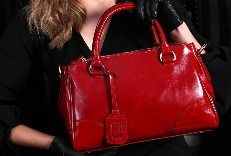 حقائب حمراء ترند