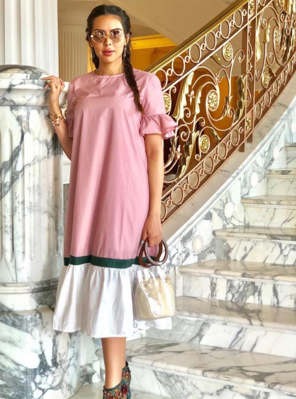 استوحي أزياءَكِ من الإعلامية سارة عبد العزيز
