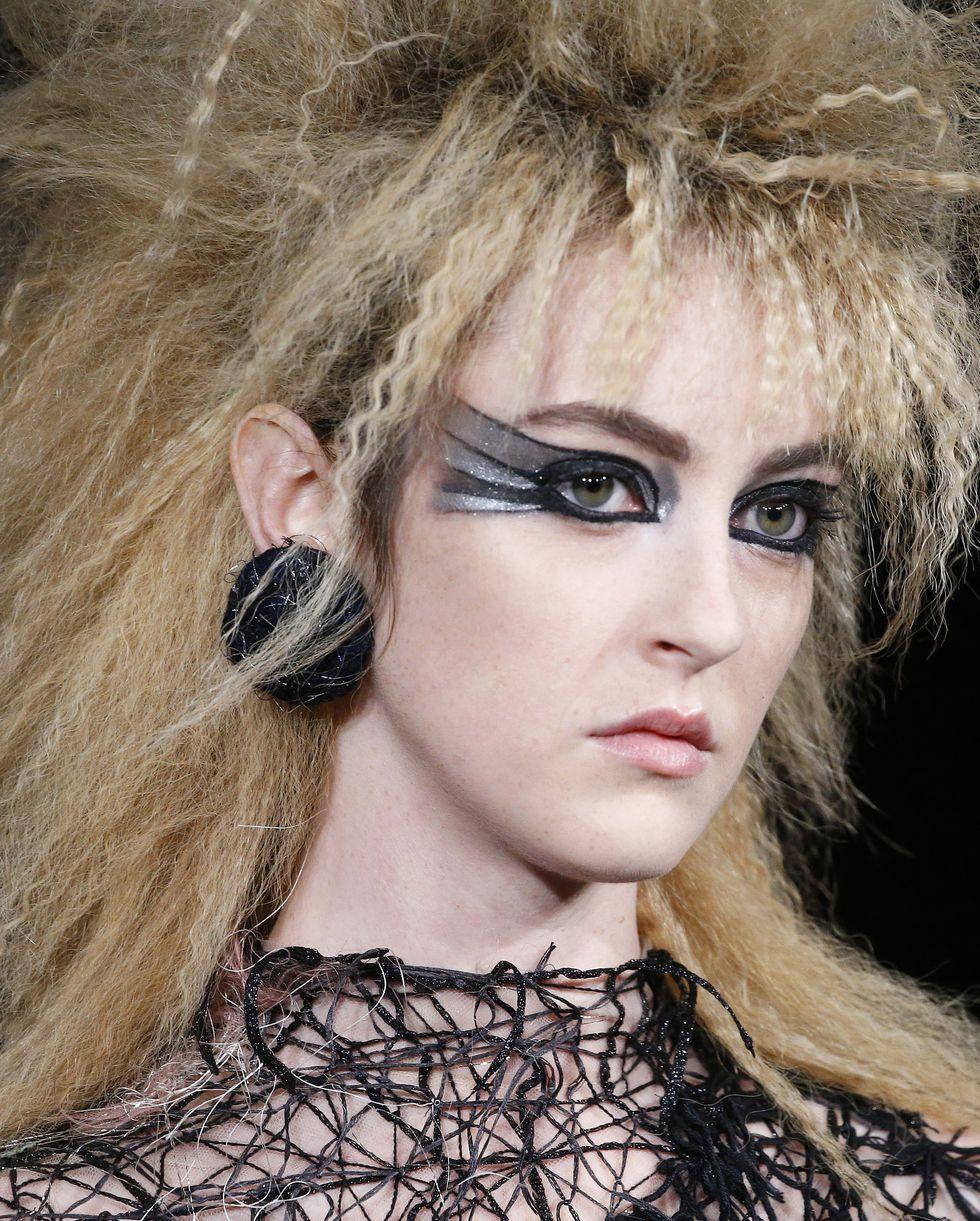 صيحات شعر من أسبوع باريس للأزياء الراقية