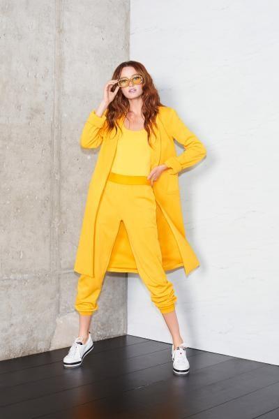 أزياء صفراء من ريزورت 2020