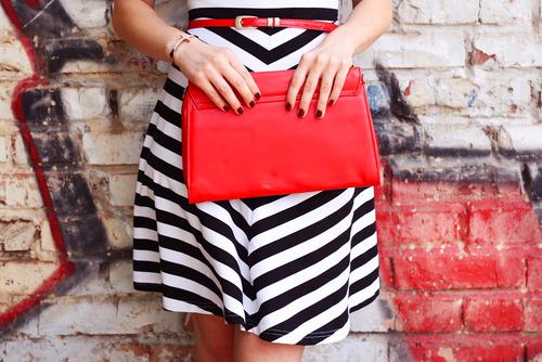 حقائب حمراء