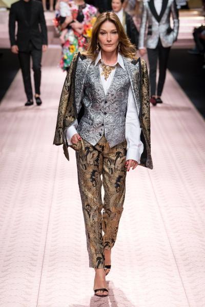 بدلة بالطبعات اللامعة من Dolce & Gabbana