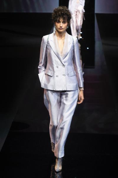 بدلة فضية من Giorgio Armani