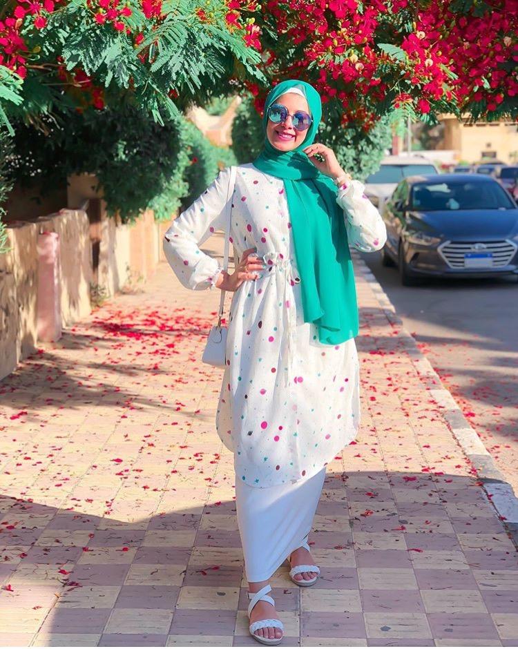 ألحجاب باللون الأخضر العشبي