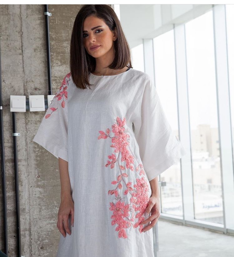 الجلاليب المطرزة بالورود من Zaina Abaya