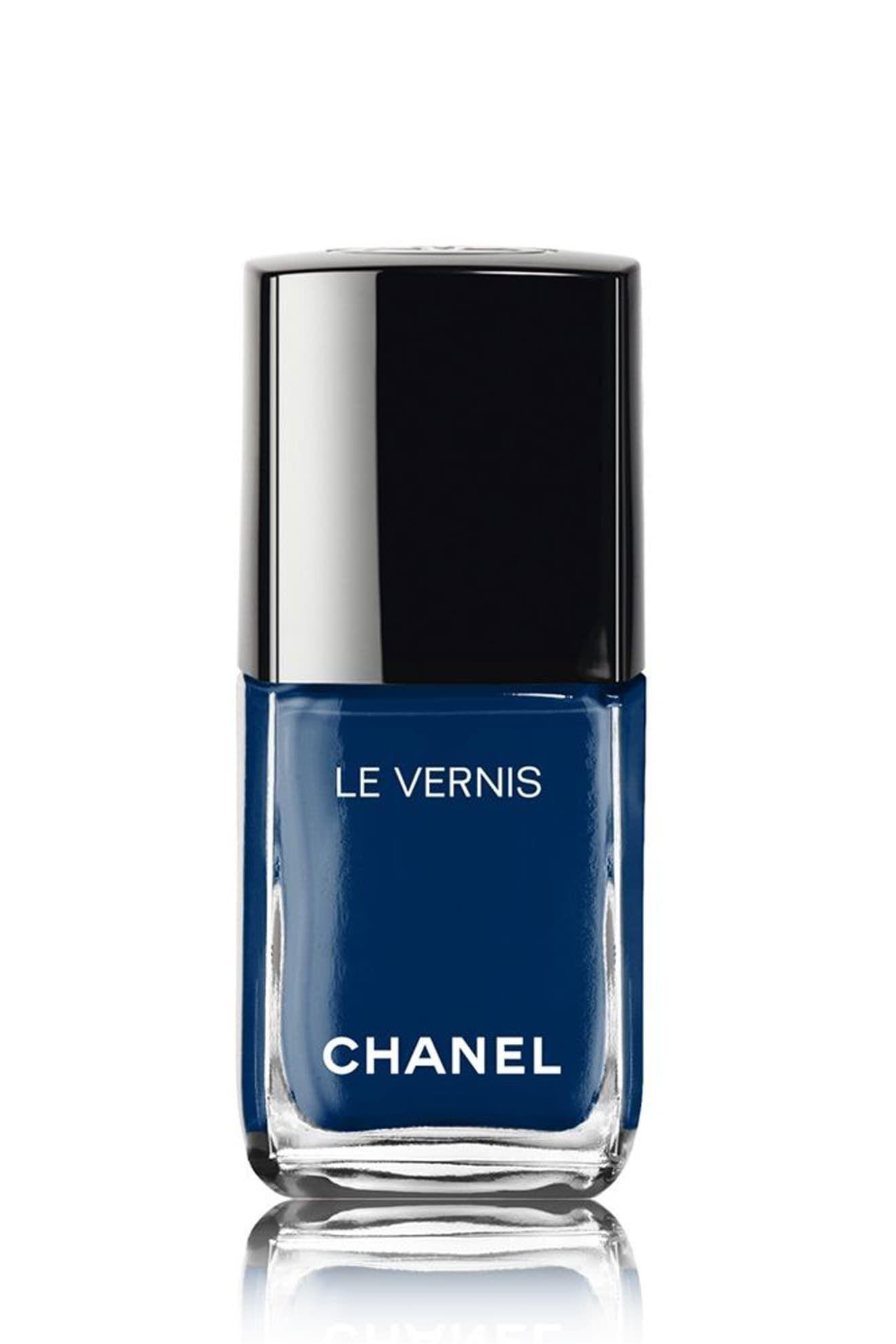 اللون الكحلي الداكن من Chanel Le Vernis in Bleu Trompeur