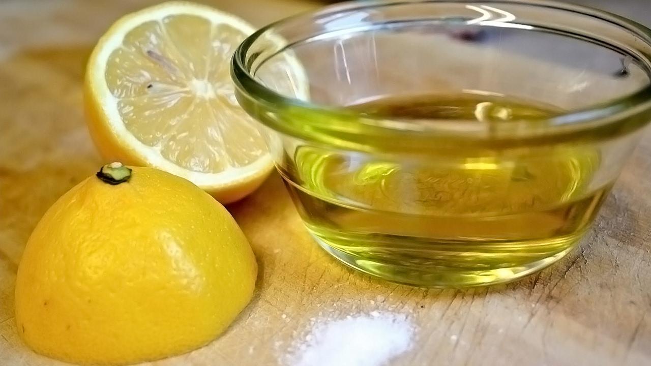 السكر البني مع زيت الزيتون والليمون