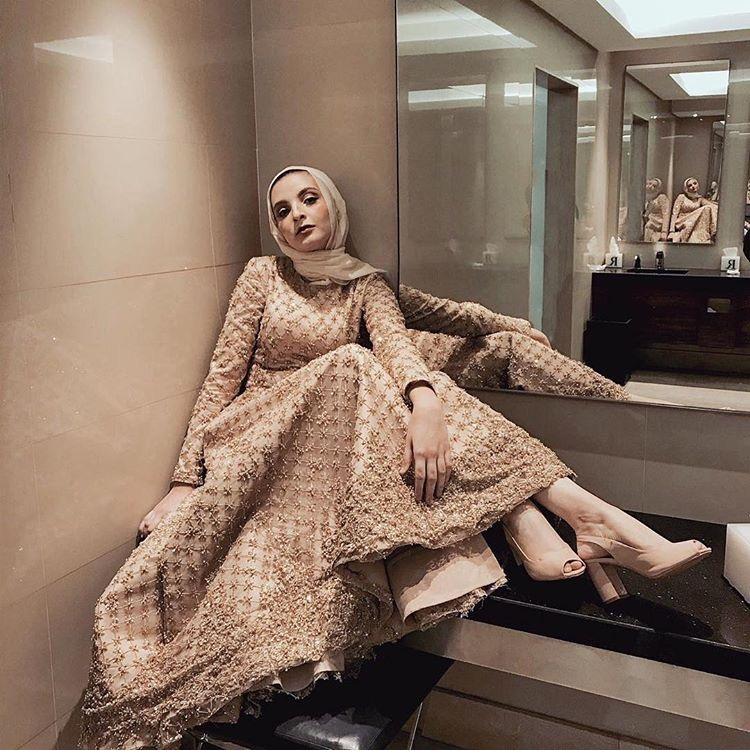 مريم عزام بفستان براق
