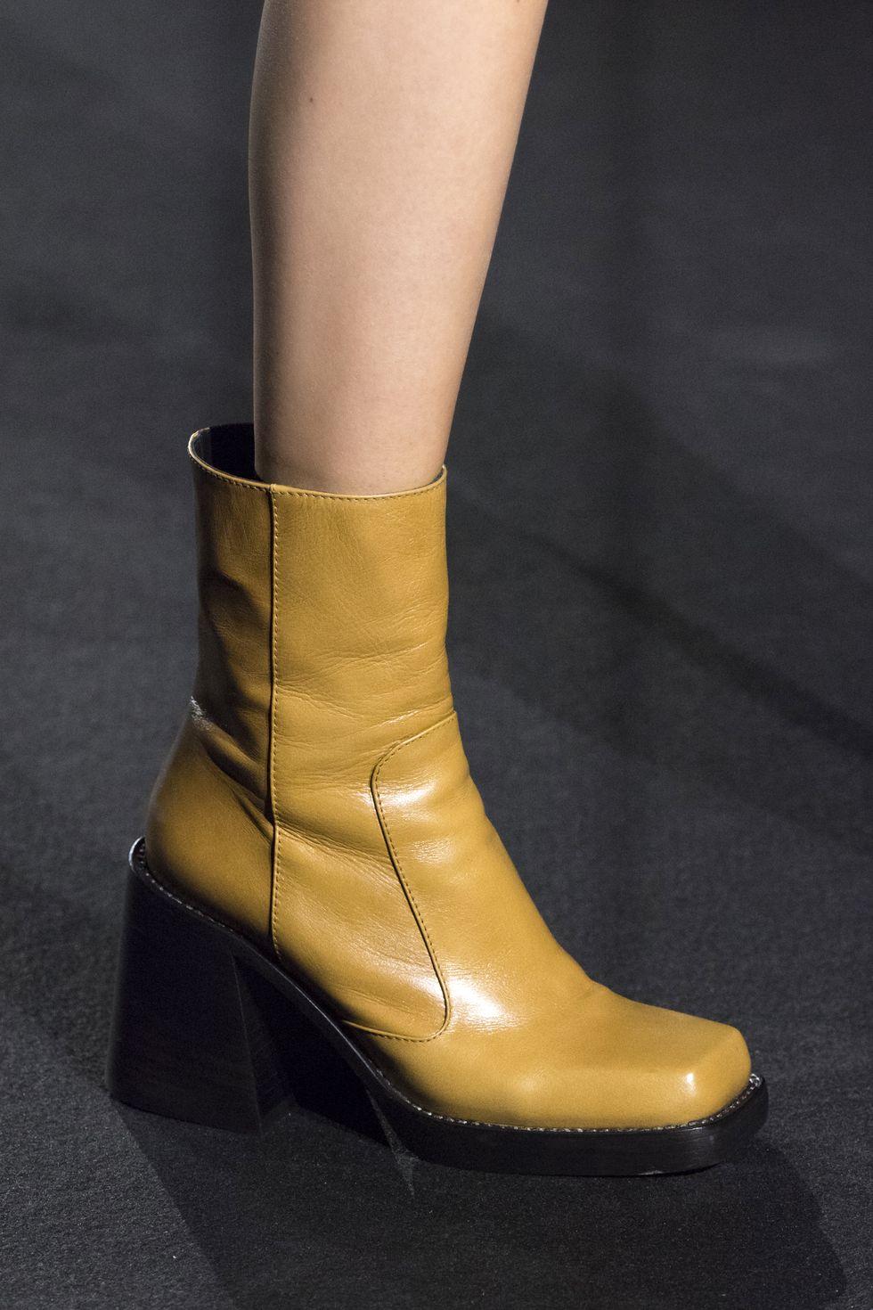 أحذية مربعة