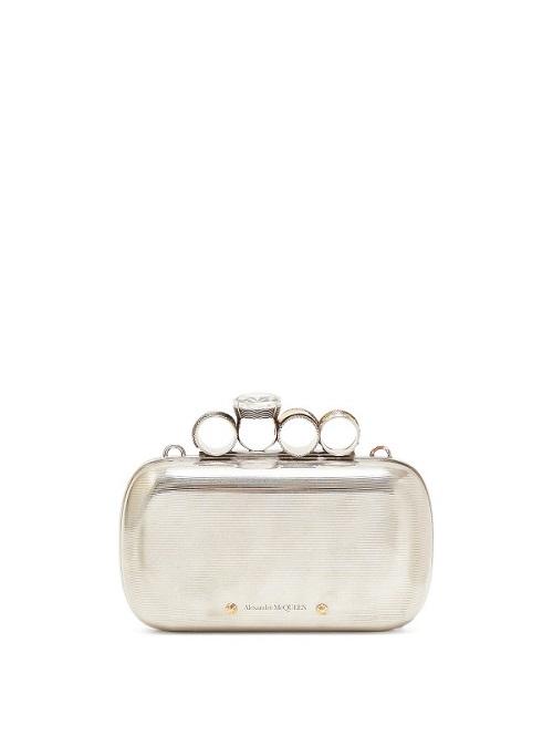 شنطة يد صغيرة الحجم باللون الفضي من Alexander McQueen