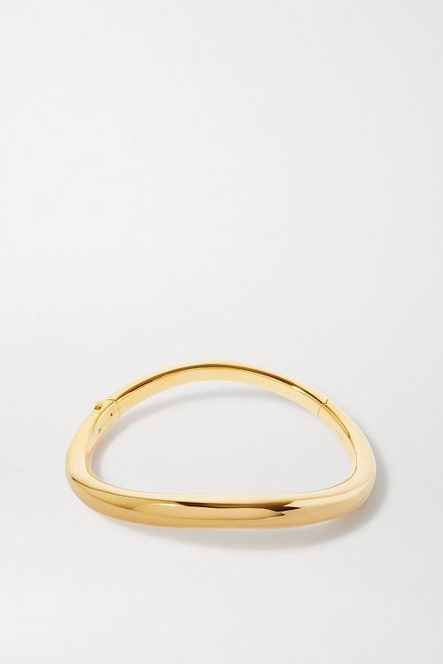 قلادة شوكر باللون الذهبي بتصميم مميز من Alexander McQueen