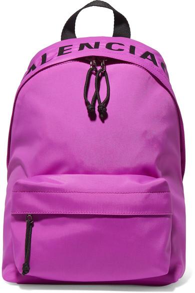 حقيبة من Balenciaga بلون مميز وجذاب