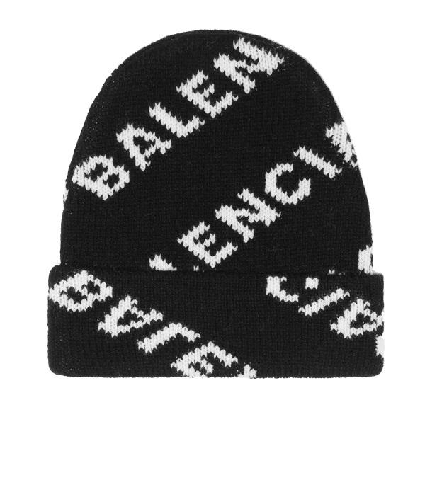 قبعة صوفية باللون الأسود مع نقشات بيضاء من Balenciaga