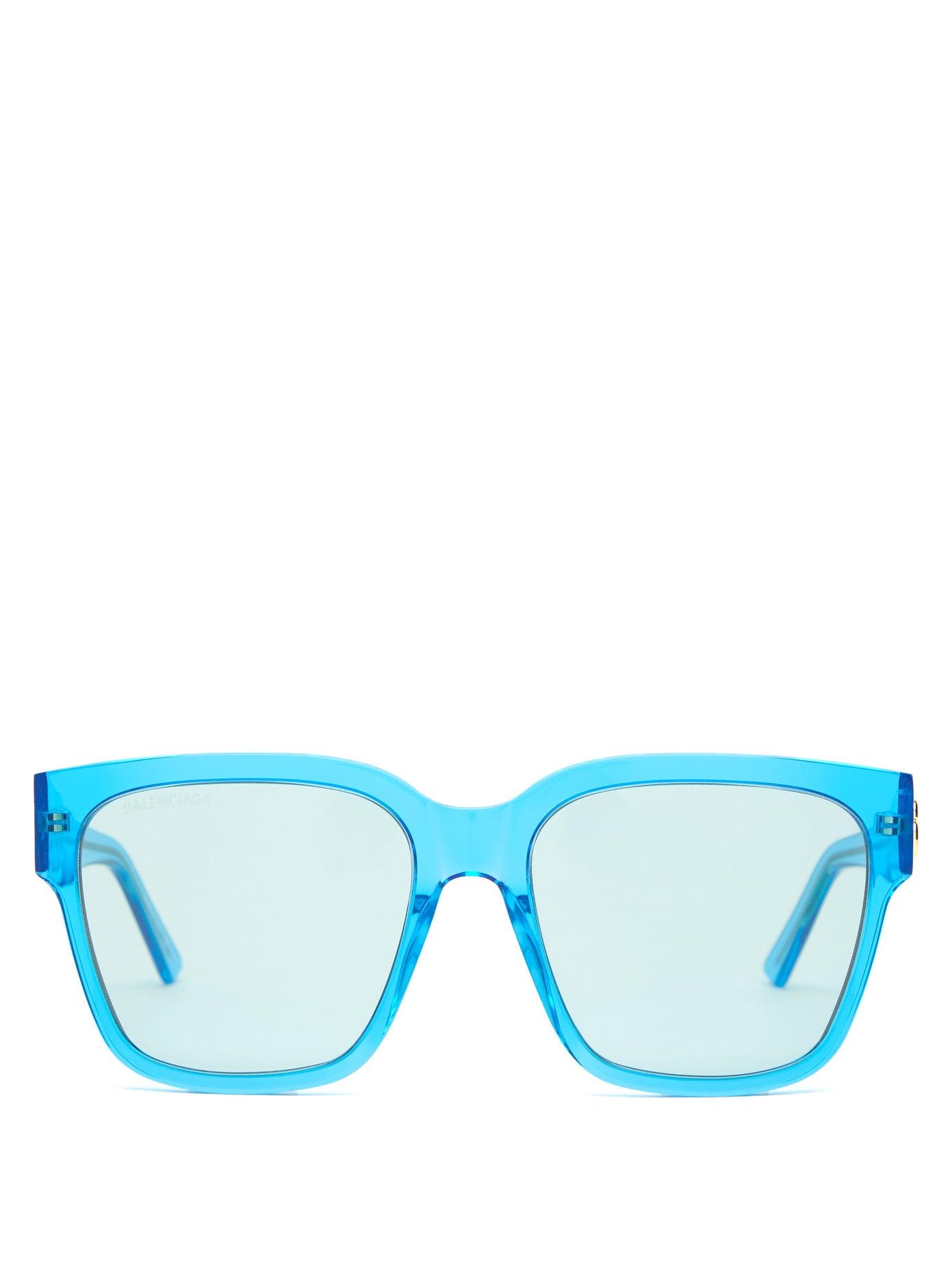 نظارات شمسية باللون الأزرق الناصع من Balenciaga