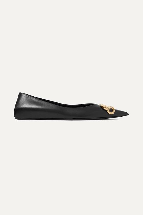 حذاء فلات باللون الأسود بتصميم أنيق من Balenciaga