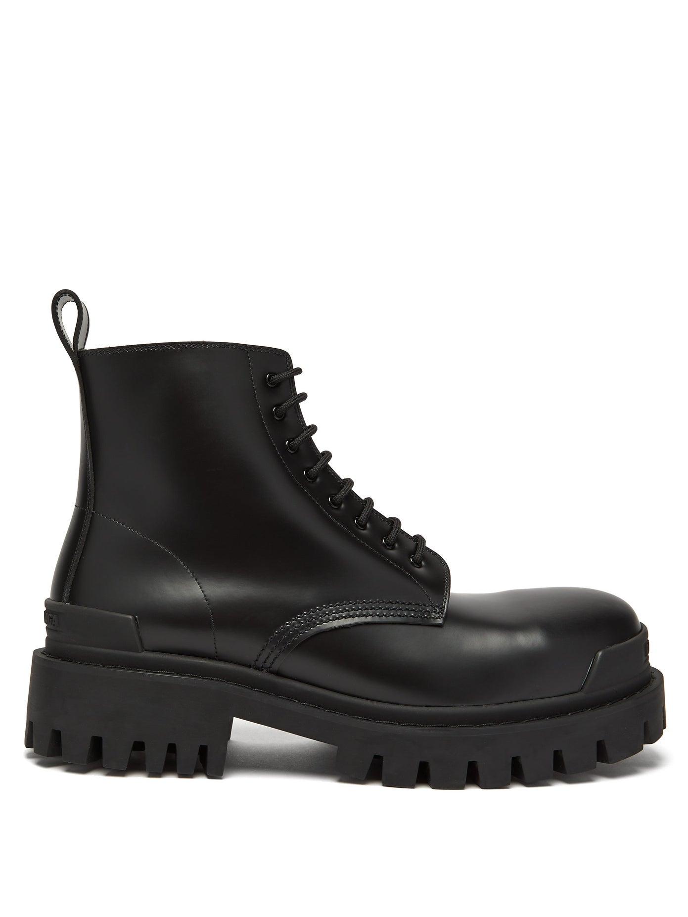 حذاء من الجلد الأسود من Balenciaga