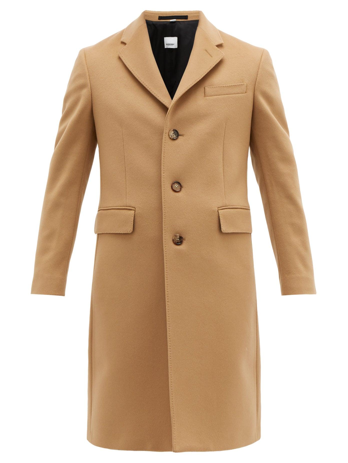 معطف من Burberry يناسب الرجل القصير