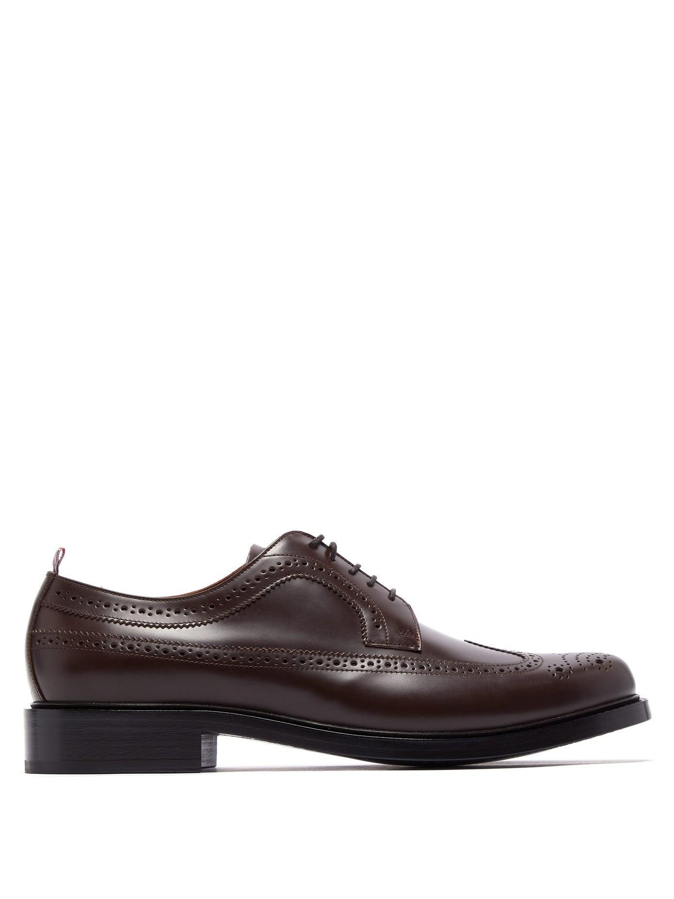 حذاء بتصميم أنيق ومميز من Burberry