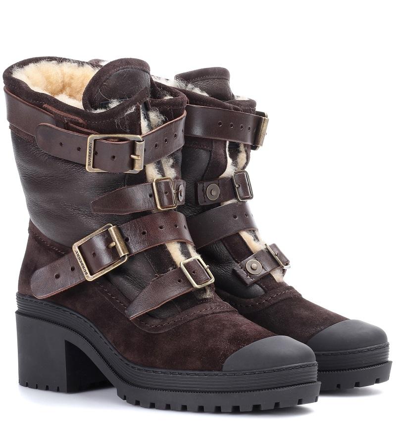 حذاء تميز بالفرو البيج الفاتح بتصميم لافت من Burberry