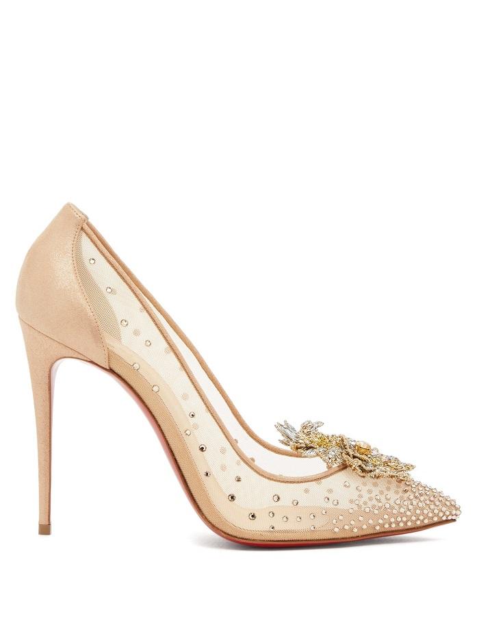 حذاء شفاف باللون البيج الفاتح بتصميم أنيق من Christian Louboutin
