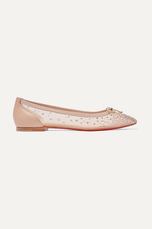 حذاء فلات بتصميم شفاف وباللون البيج من Christian Louboutin