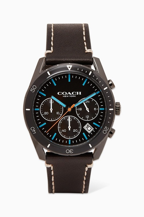 ساعة باللون الأسود تناسب الإطلالة الكاجوال من Coach