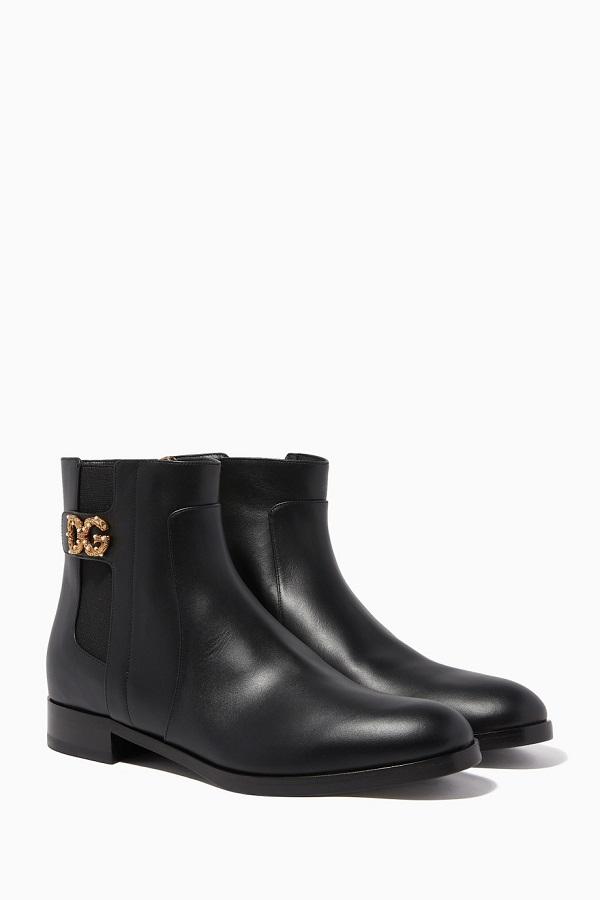 حذاء بوت قصير يناسب الإطلالة الرسمية من Dolce and Gabbana