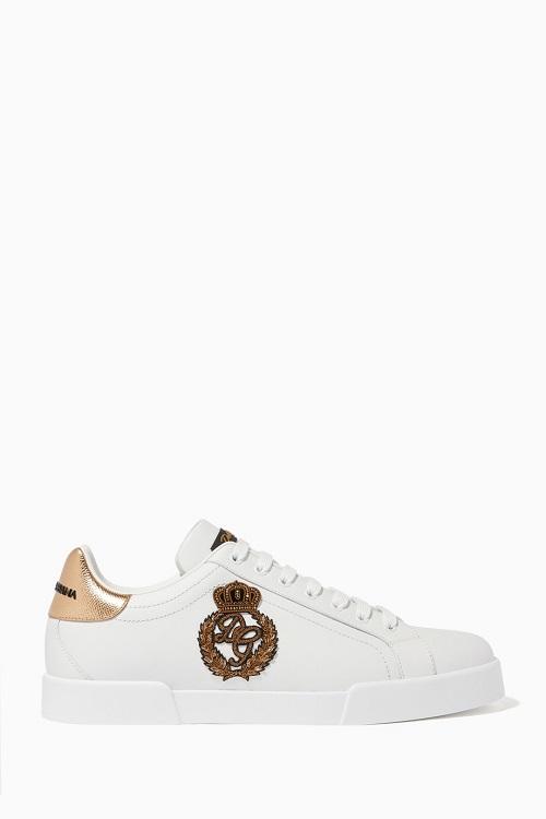 حذاء سنيكر باللون الأبيض مع نقشات من Dolce and Gabbana