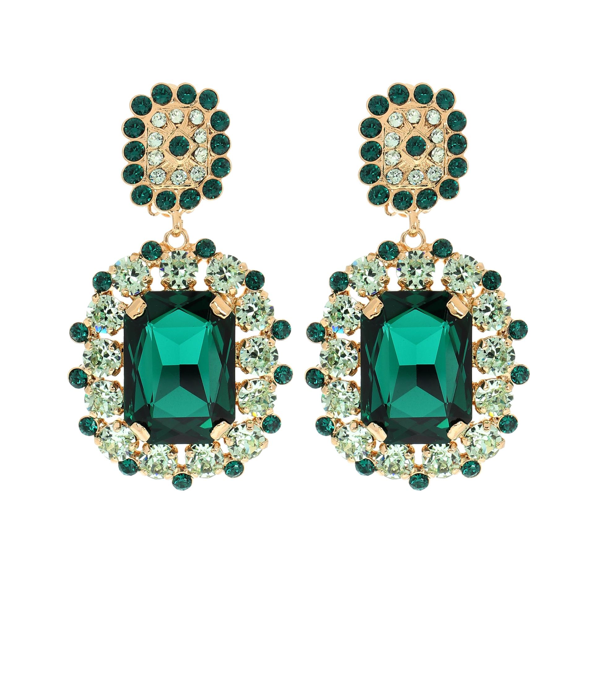 أقراط تليق بالإطلالات الرسمية الكلاسيكية من Dolce and Gabbana