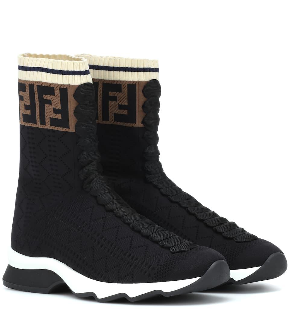 حذاء بتصميم نص جزمة من Fendi