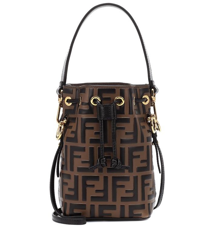حقيبة أسطوانية بتصميم لافت ومميز من Fendi