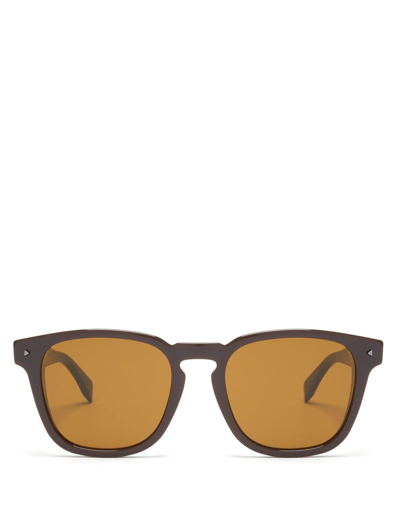 نظارات شمسية بإطارات عريضة وعدسات ملونة من Fendi