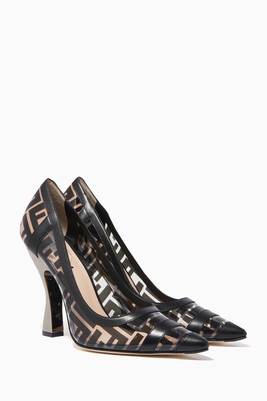 حذاء شفاف لأناقة شتوية بإمتياز من Fendi