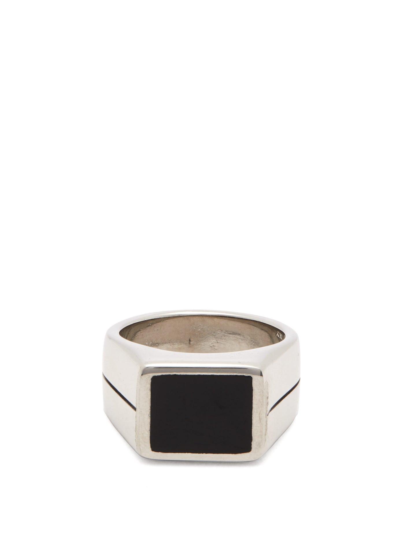 خاتم رجالي من الفضة مع حجر كريم باللون الأسود من Givenchy