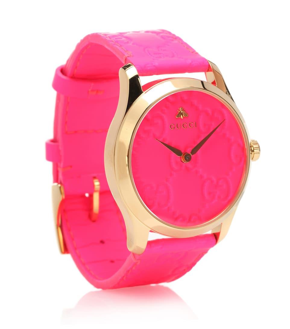 ساعة باللون الوردي الغامق مع ميناء من اللون نفسه من Gucci