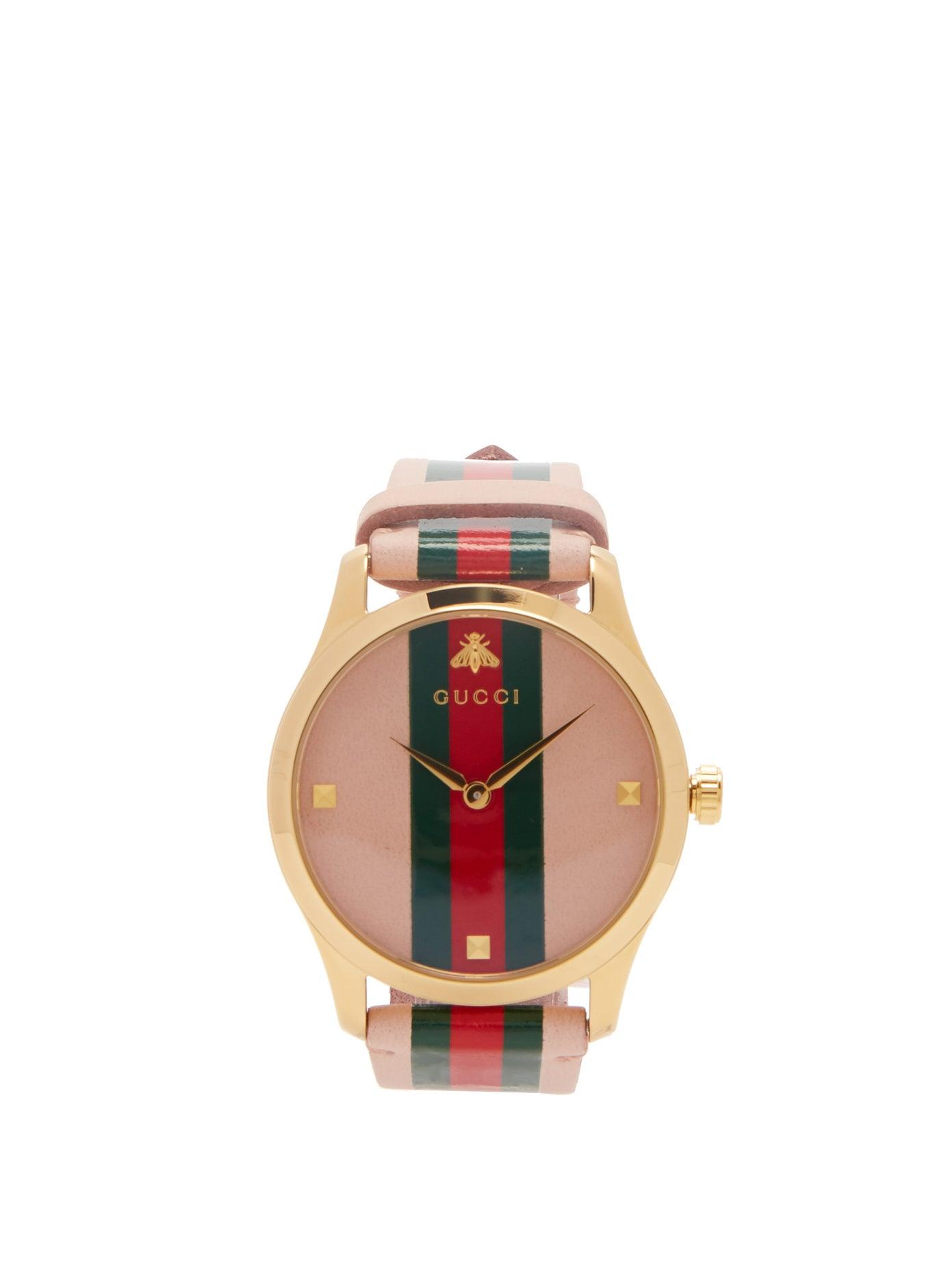 ساعة باللون الوردي من Gucci