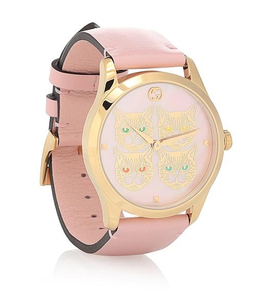 ساعة باللون الوردي الفاتح من الجلد من Gucci