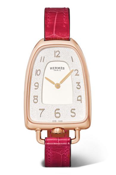 ساعة باللون الأحمر تناسب الفتيات الجامعيات من Hermès