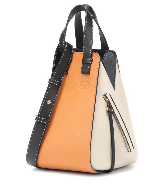 حقيبة يد ملونة بتصميم سلّة من Loewe