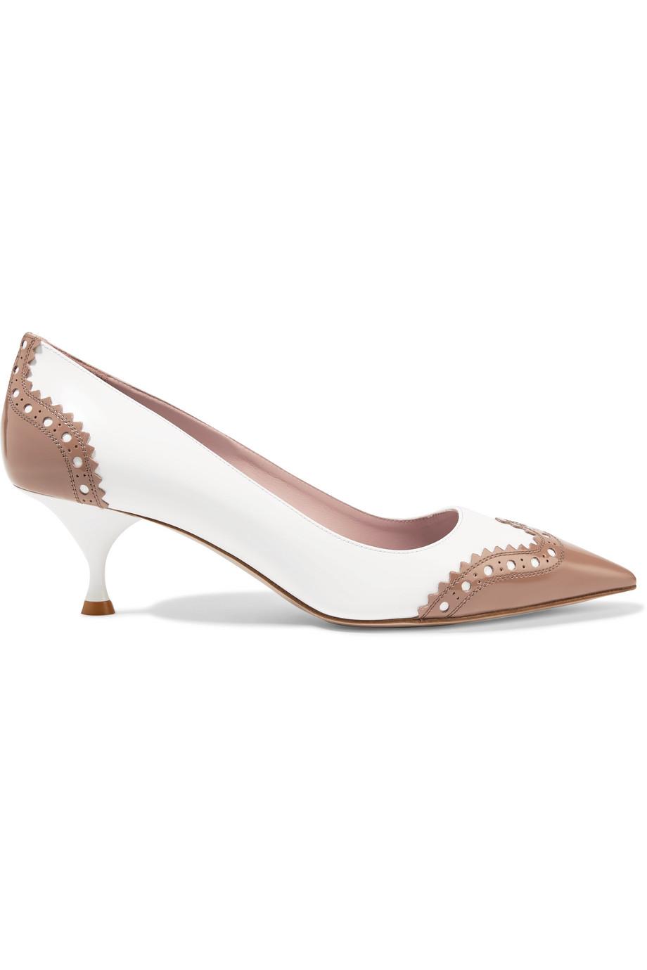 حذاء باللونين النيود والأبيض من Miu Miu