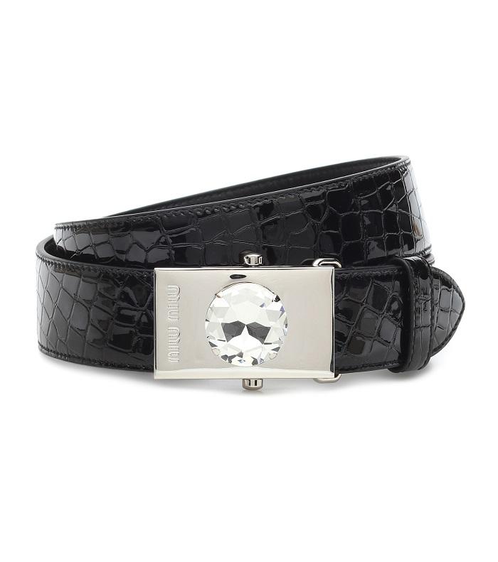 حزام باللون الأسود مع حبة ماس من Miu Miu