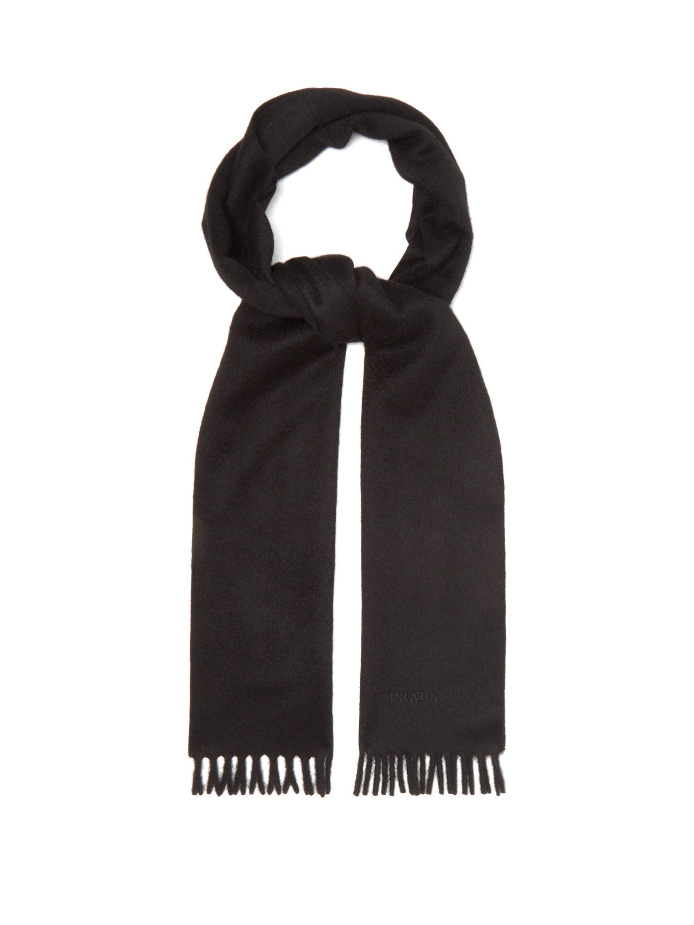 سكارف باللون الأسود بتصميم كلاسيكي من Prada