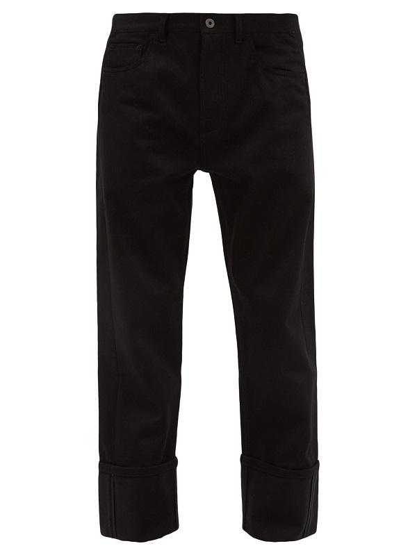 سروال جينز بأرجل عريضة باللون الأسود الجذاب من Valentino