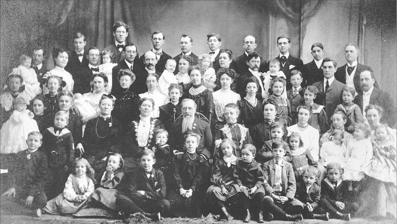 العالم أغرب العائلات