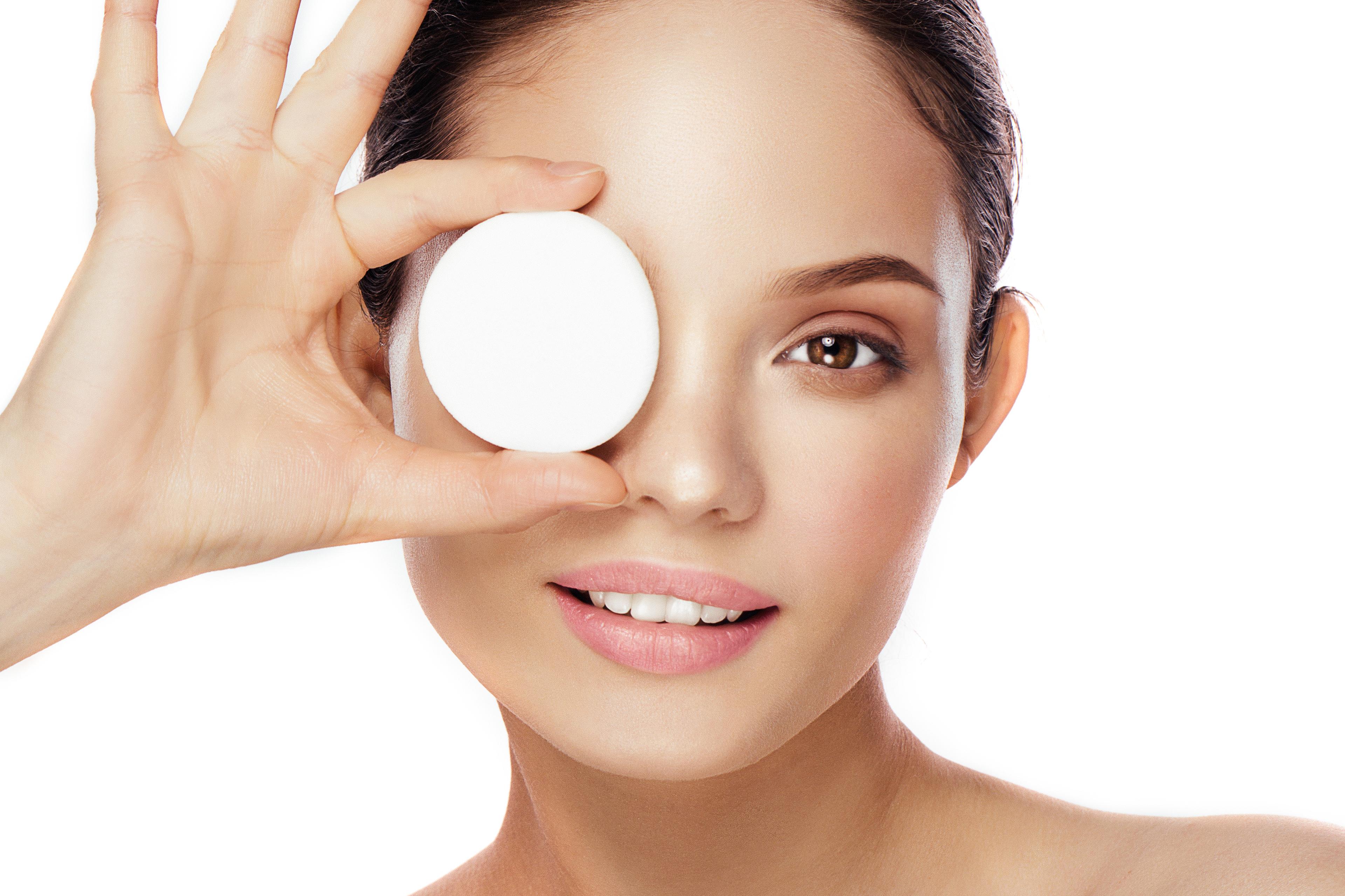 تقنية تنظيف الوجه