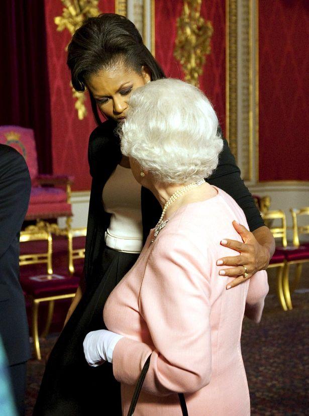 الملكة اليزابيث وميشيل اوباما