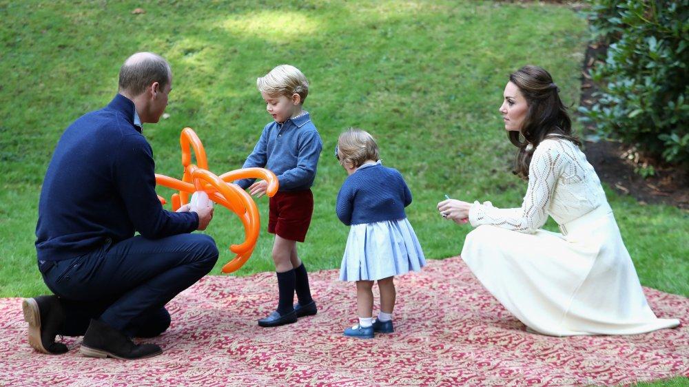 الأميرة شارلوت والأمير جورج ووالديهما